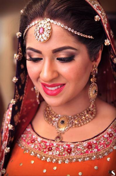 Nina g beauty parlor browse the best bridal makeup in for Nina g salon lahore
